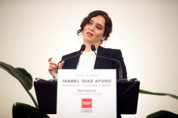 """Isabel Díaz Ayuso en Barcelona avisa de que luchará con """"uñas y dientes"""" contra la armonización fiscal del PSOE y ERC"""