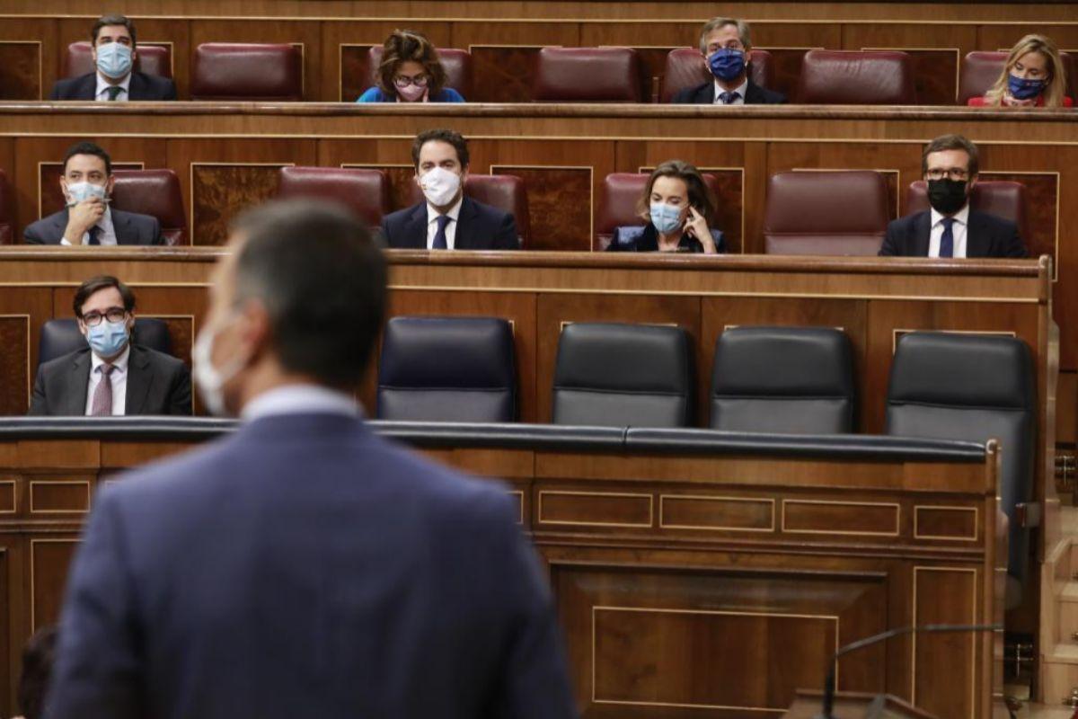 Pedro Sánchez y Pablo Casado, durante un debate parlamentario.