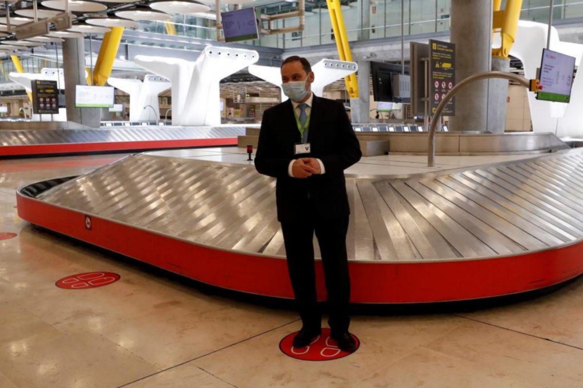 El ministro Ábalos, en la T4 dela aeropuerto de Barajas.