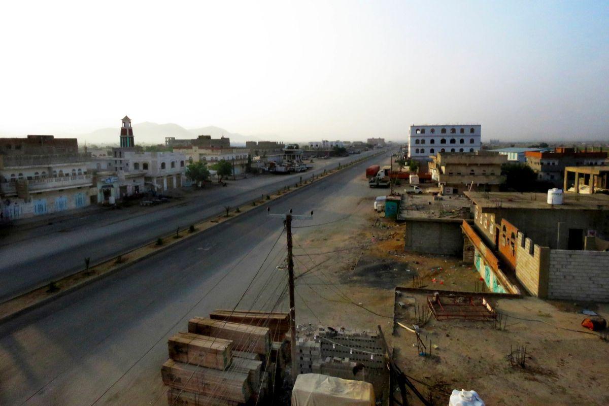 La carretera que cruza Abs (Yemen).