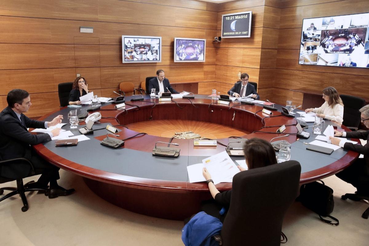 Los ministerios más importantes no publican sus contratos sobre la Covid-19