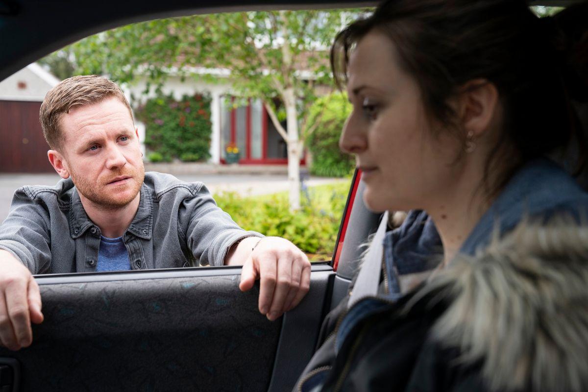 Gary (Ian Lloyd Anderson) es el exmarido maltratador de Sandra.