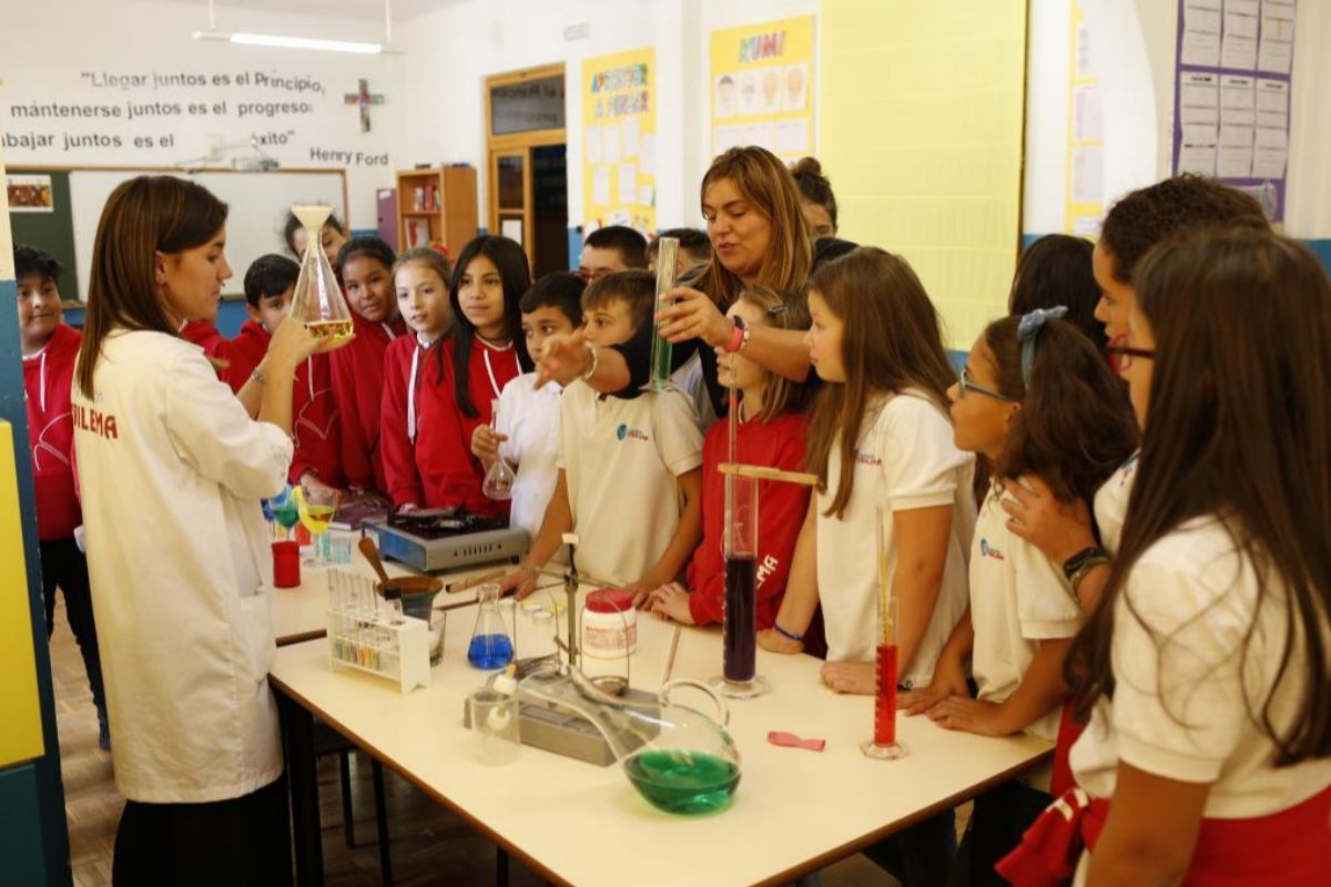 Los alumnos españoles flojean en Matemáticas y Ciencias por la falta de formación de sus maestros