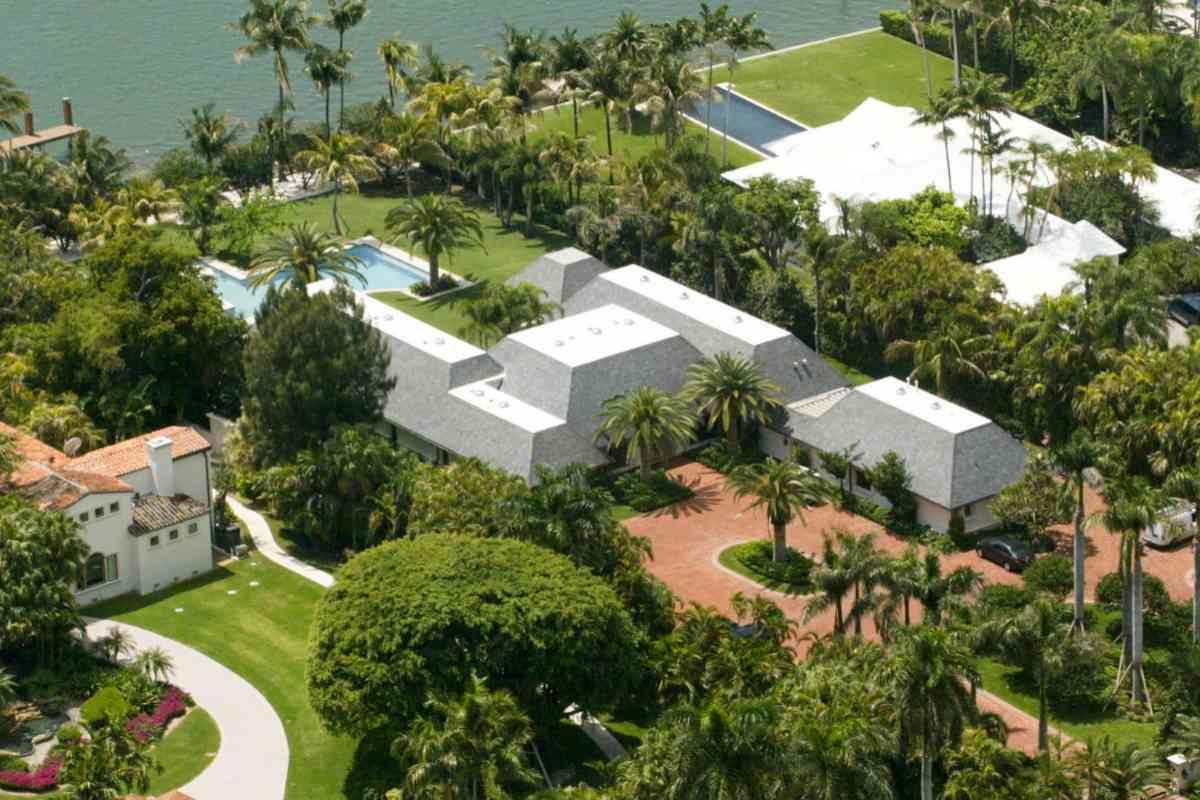 La mansión que Julio Iglesias posee en Indian Creek, Miami.