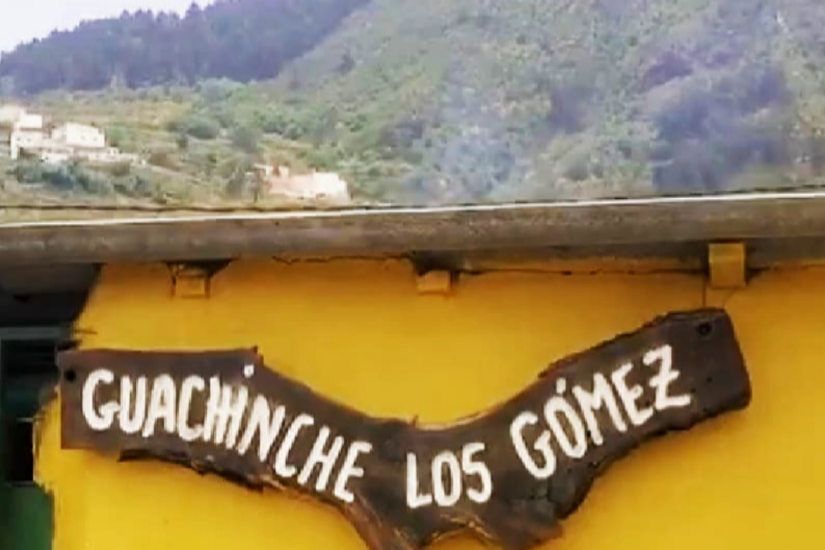 Cartel del guachinche 'Los Gómez' en la Villa de La Orotava.