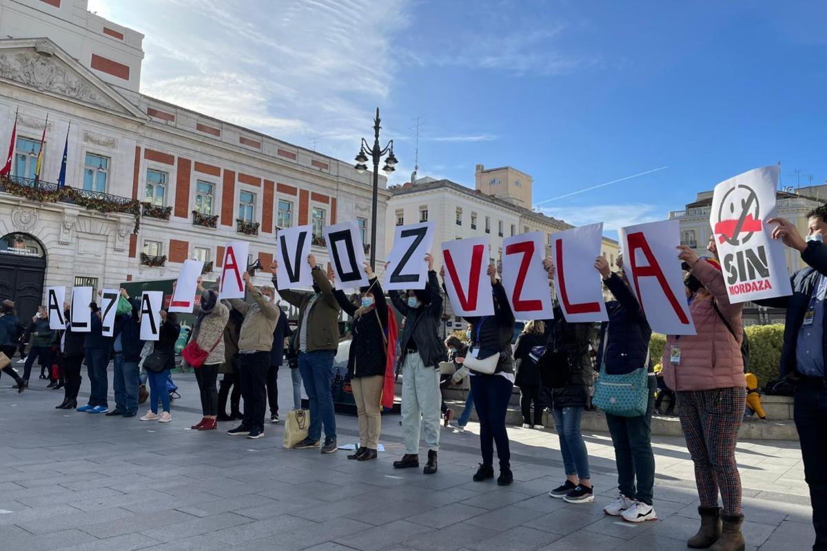 Protesta de exiliados venezolanos, hoy, en la Puerta del Sol.