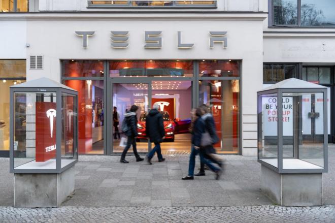 Imagen de una tienda de Tesla en Berlín
