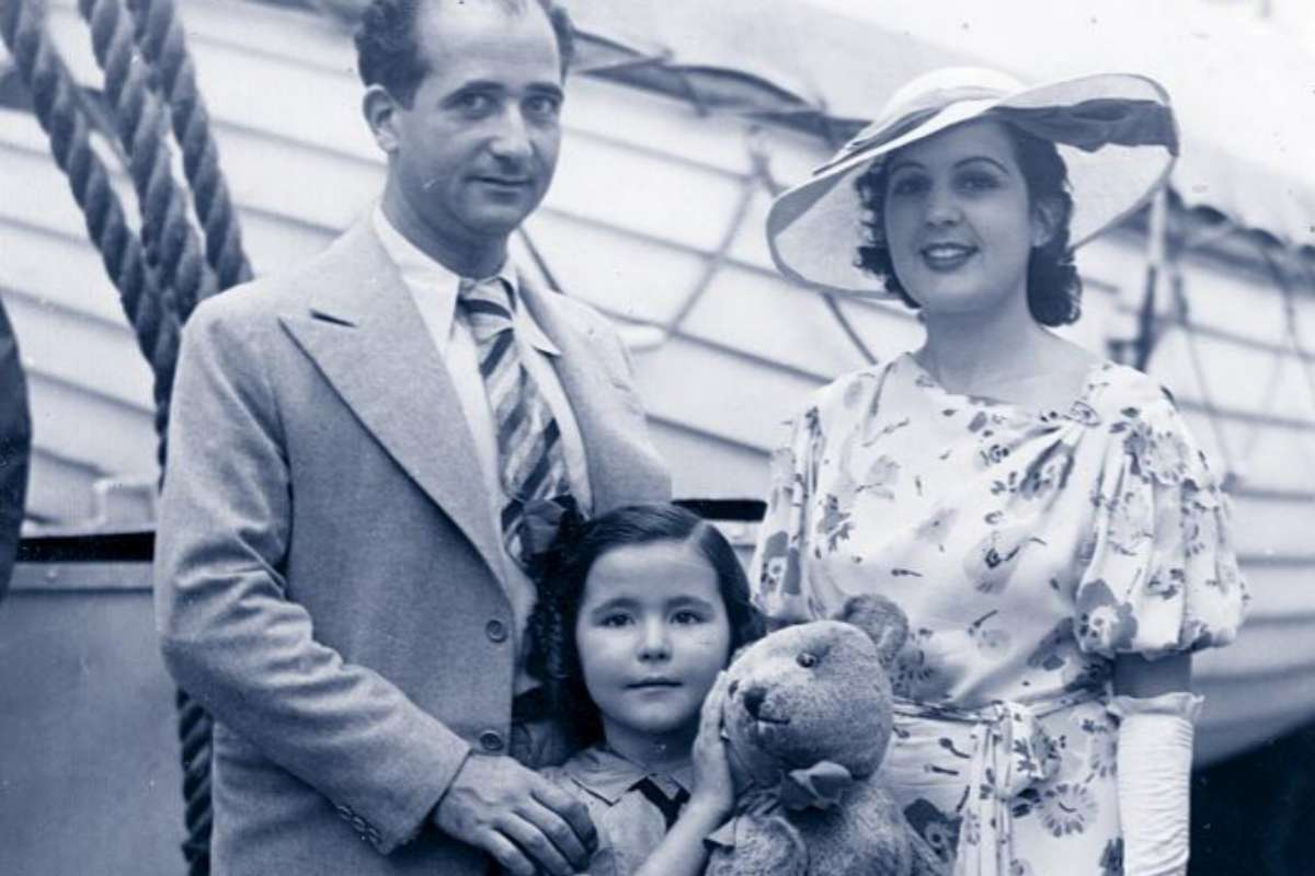 Ramón, junto a su segunda esposa, Engracia Moreno, y la hija de esta,...