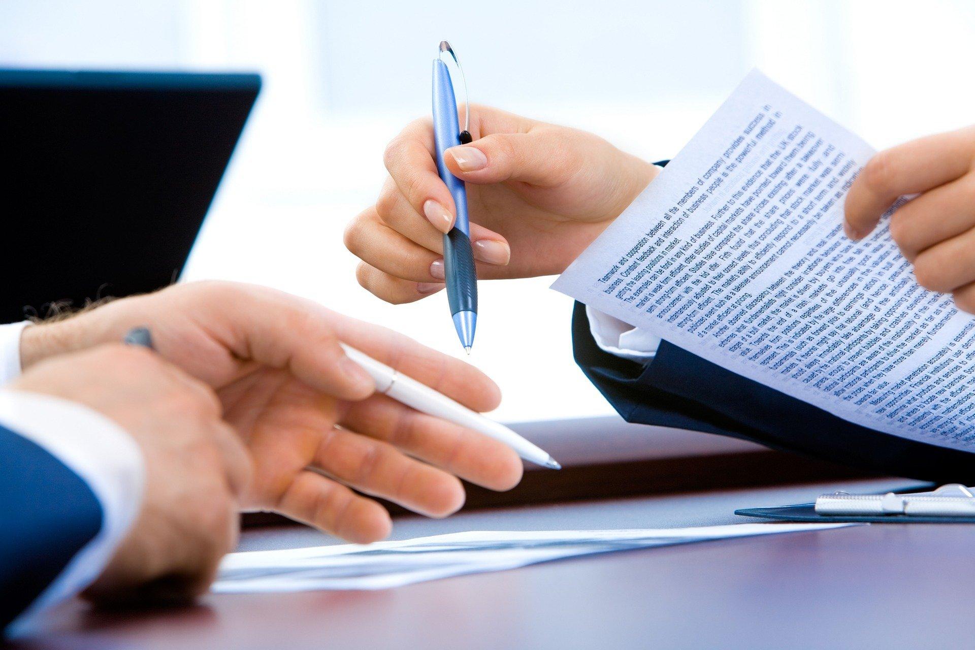 Las entidades bancarias suelen ofrecer los servicios de sus gestorías para la cancelación de hipotecas en el Registro.