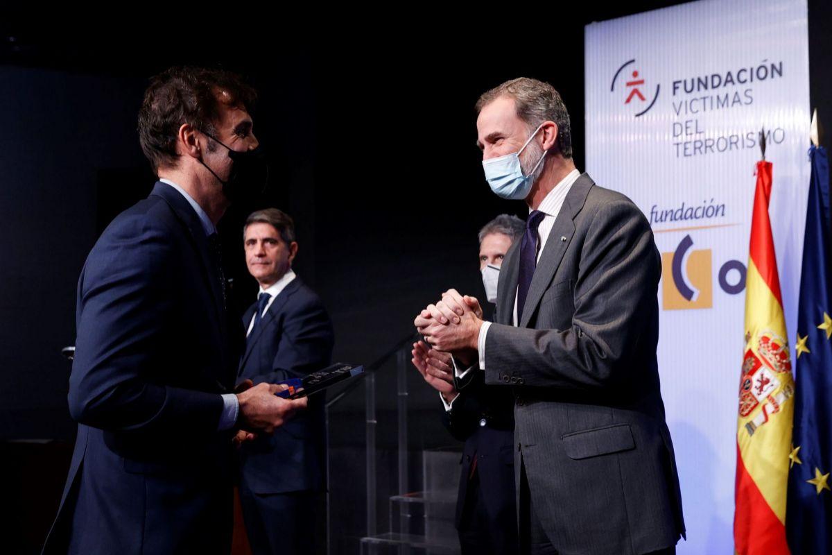 """El Rey destaca la """"deuda profunda de la democracia"""" con las víctimas, que critican la política del Gobierno con los presos de ETA"""