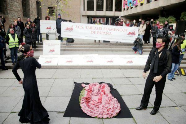 La concentración de los miembros de los tablaos flamencos frente a...