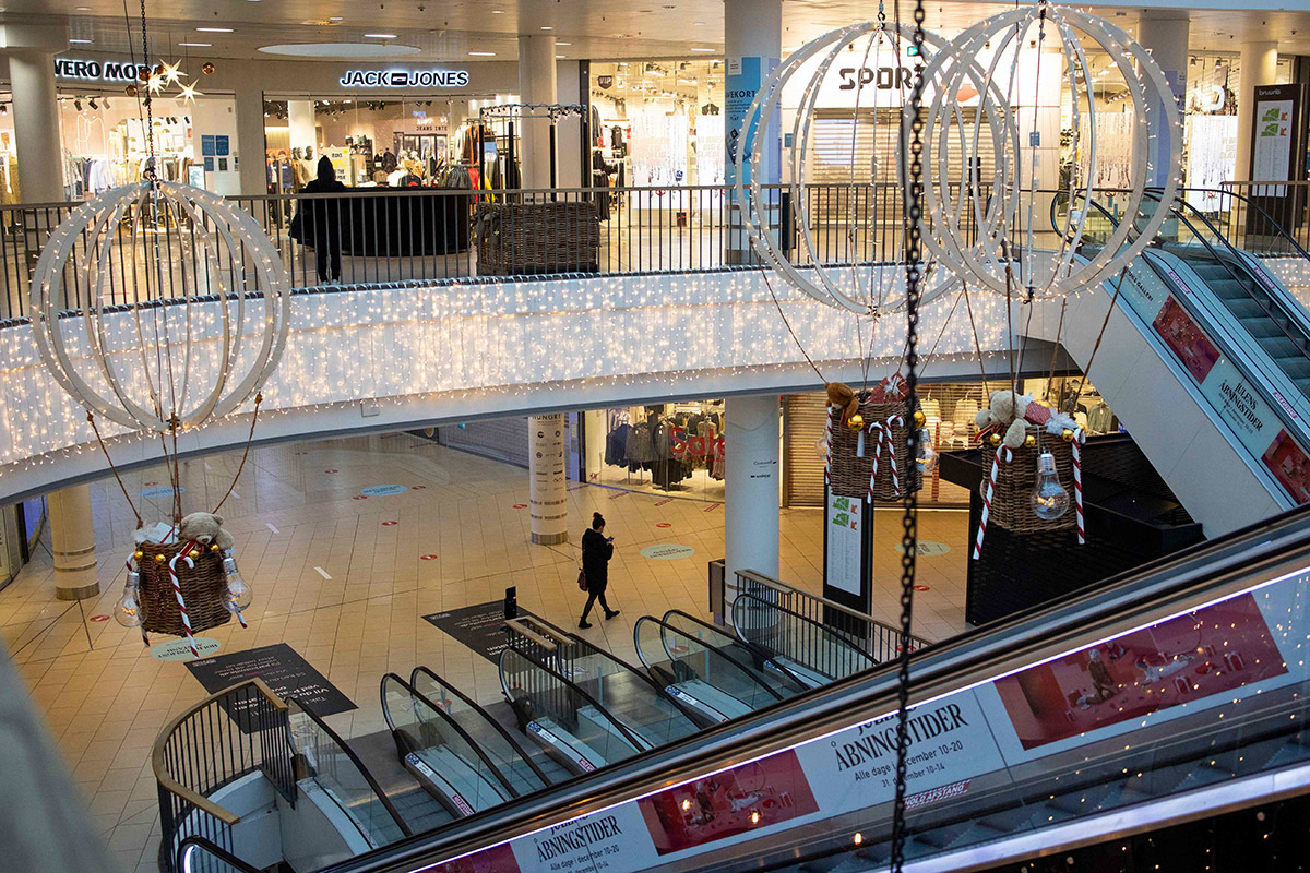 Un centro comercial vacío en Aarhus (Dinamarca), el jueves.