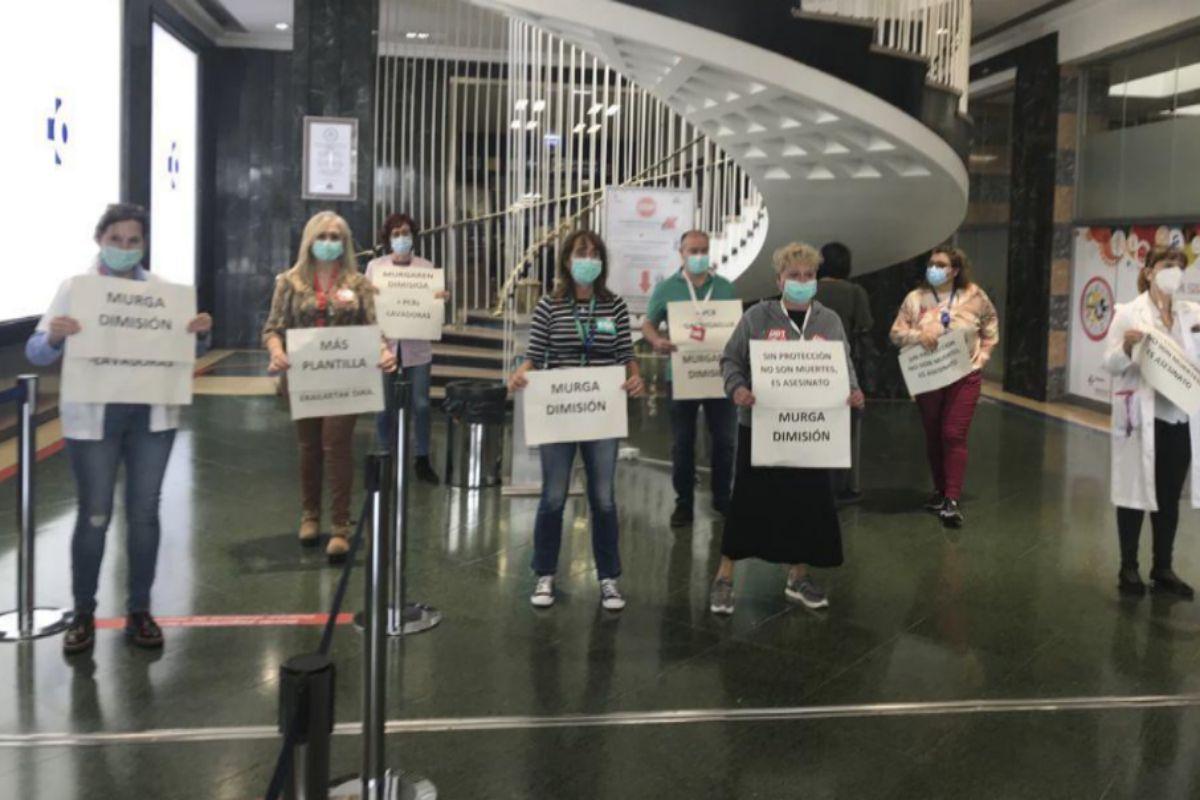 Protesta de sanitarios del Hospital de Cruces (Vizcaya) por la falta...