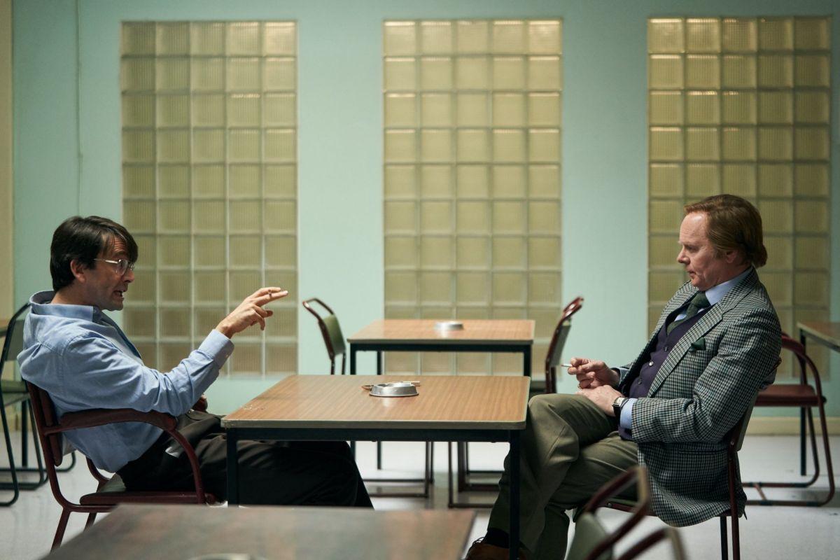 Dennis Nilsen (David Tennant) y su biógrafo, el peculiar Brian Masters (Jason Watkins).