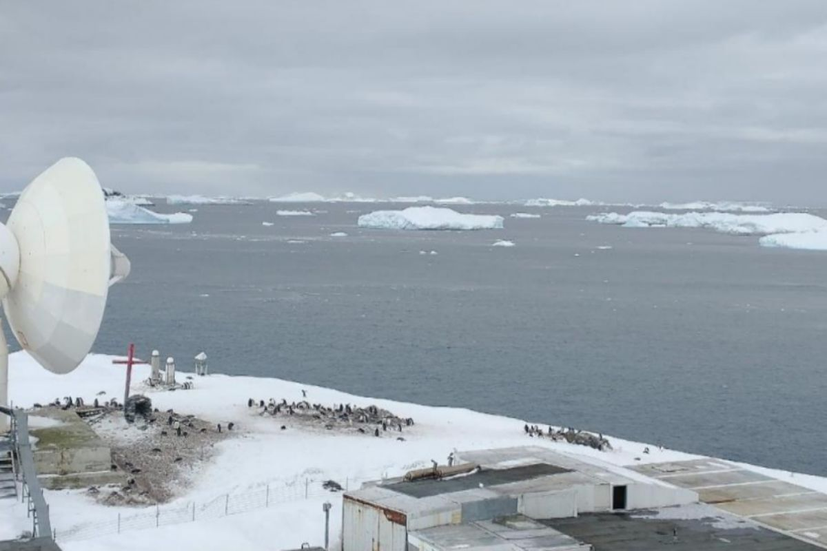 Un glaciar junto a la base militar Bernardo O'Higgins Riquelme en la Antártida.
