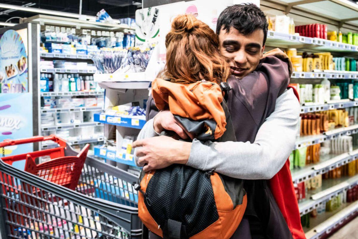 La serie arranca en un supermercado desabastecido.
