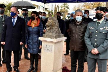 Antequera homenajea con una escultura a Ajax, el perro de la Guardia Civil que evitó una masacre de ETA