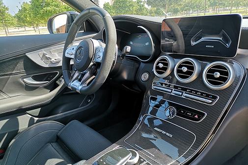 La tecnología de uso muy intuitivo domina el habitáculo del AMG.