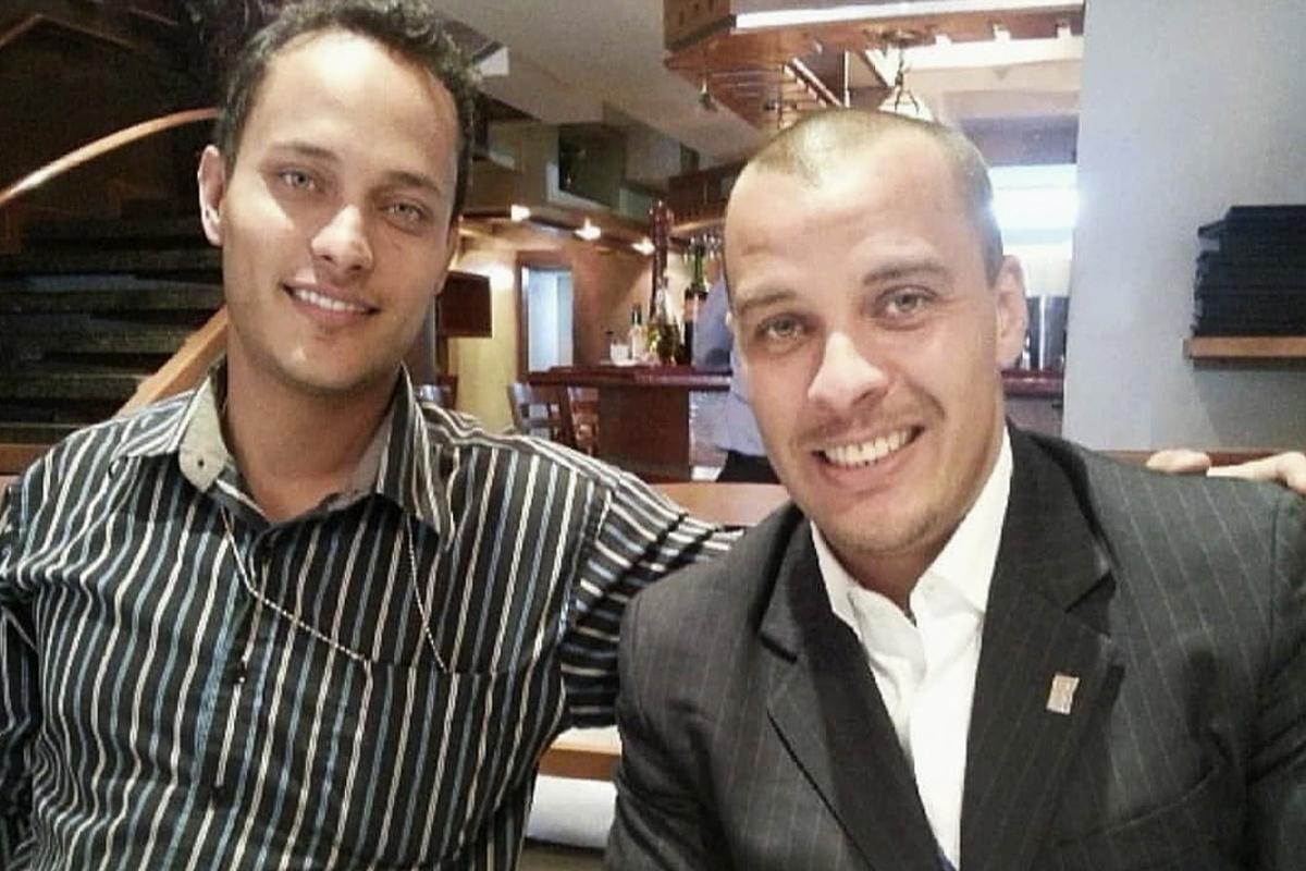 Luis Armando Pérez junto a su hermano Óscar, en una foto de archivo.