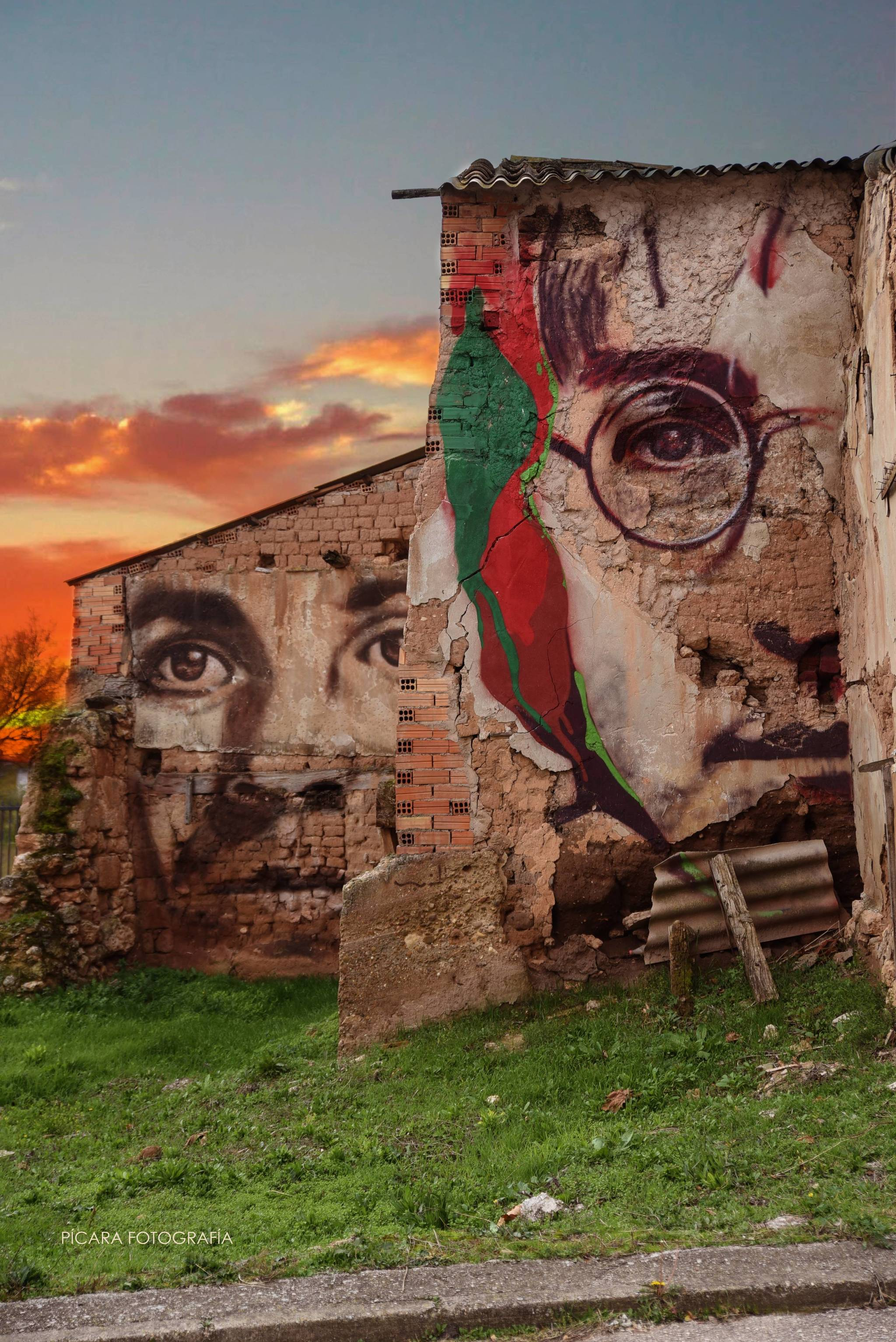 'All you need is love', mural de la calle Real en honor a John Lennon.