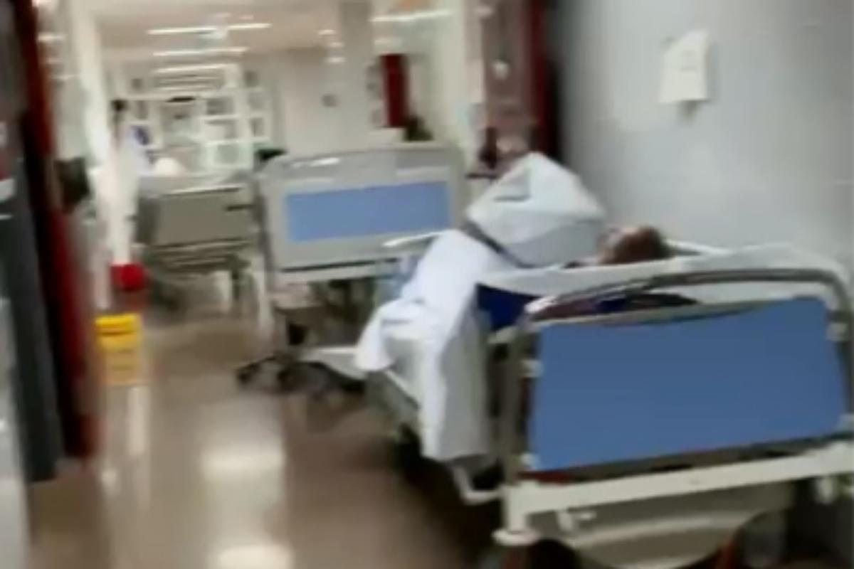 Más pasillos con enfermeros en el centro de Alzira.