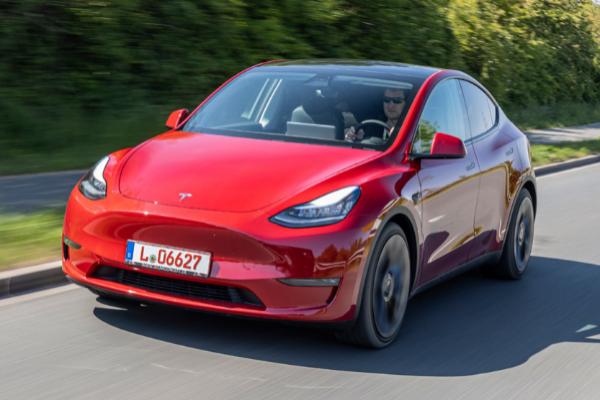 Tesla 'pasa' de la pandemia y vende 500.000 automóviles en 2020, un 35% más