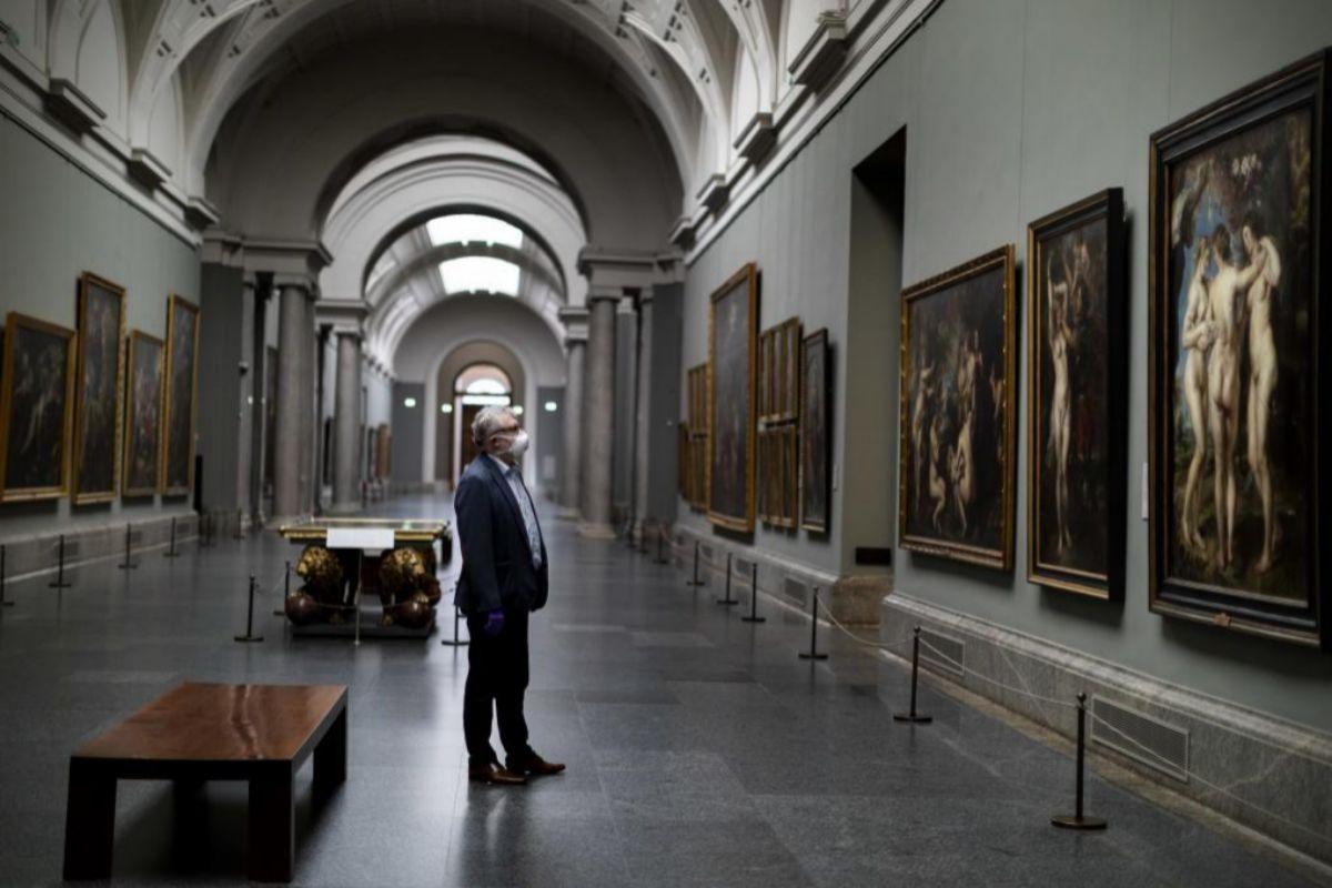 Miguel Falomir, director del Prado, en la galería central vacía del museo en mayo de 2019.