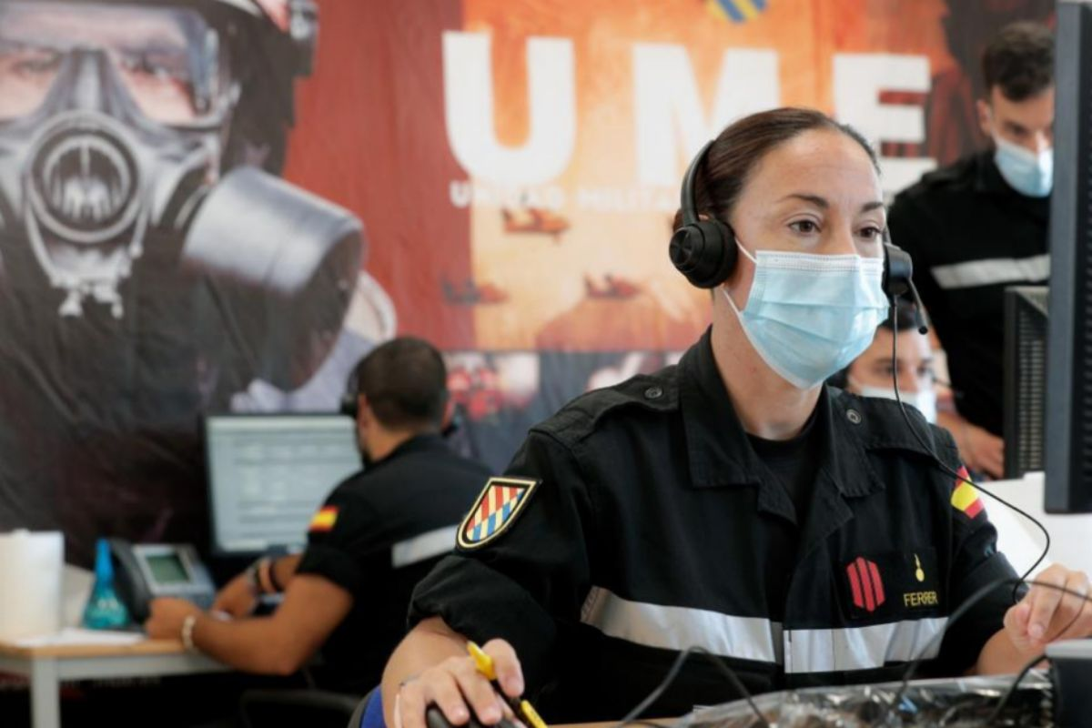 Efectivos de la Unidad Militar de Emergencias, durante sus labores de rastreo en la operación 'Baluarte'.