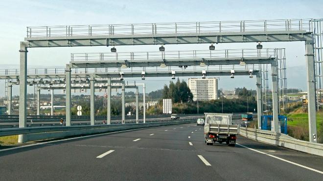 Cámaras de los peajes electrónicos de una autovía de pago en Portugal
