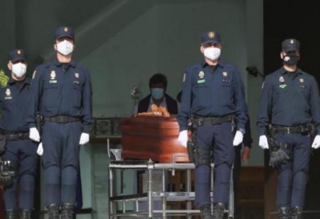 Un momento del funeral celebrado en Málaga por el agente fallecido.