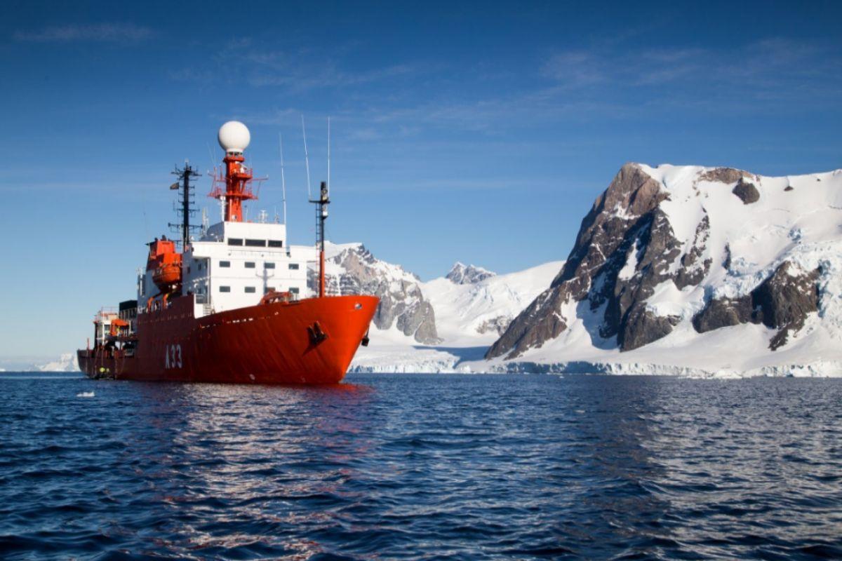 Imagen de archivo del Hespérides en la Antártida