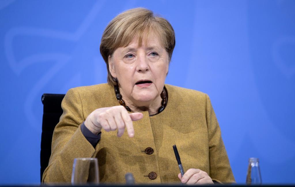 آنگلا مرکل موافقت می کند اقدامات در آلمان را افزایش دهد: محدودیت محیطی و ممنوعیت آن