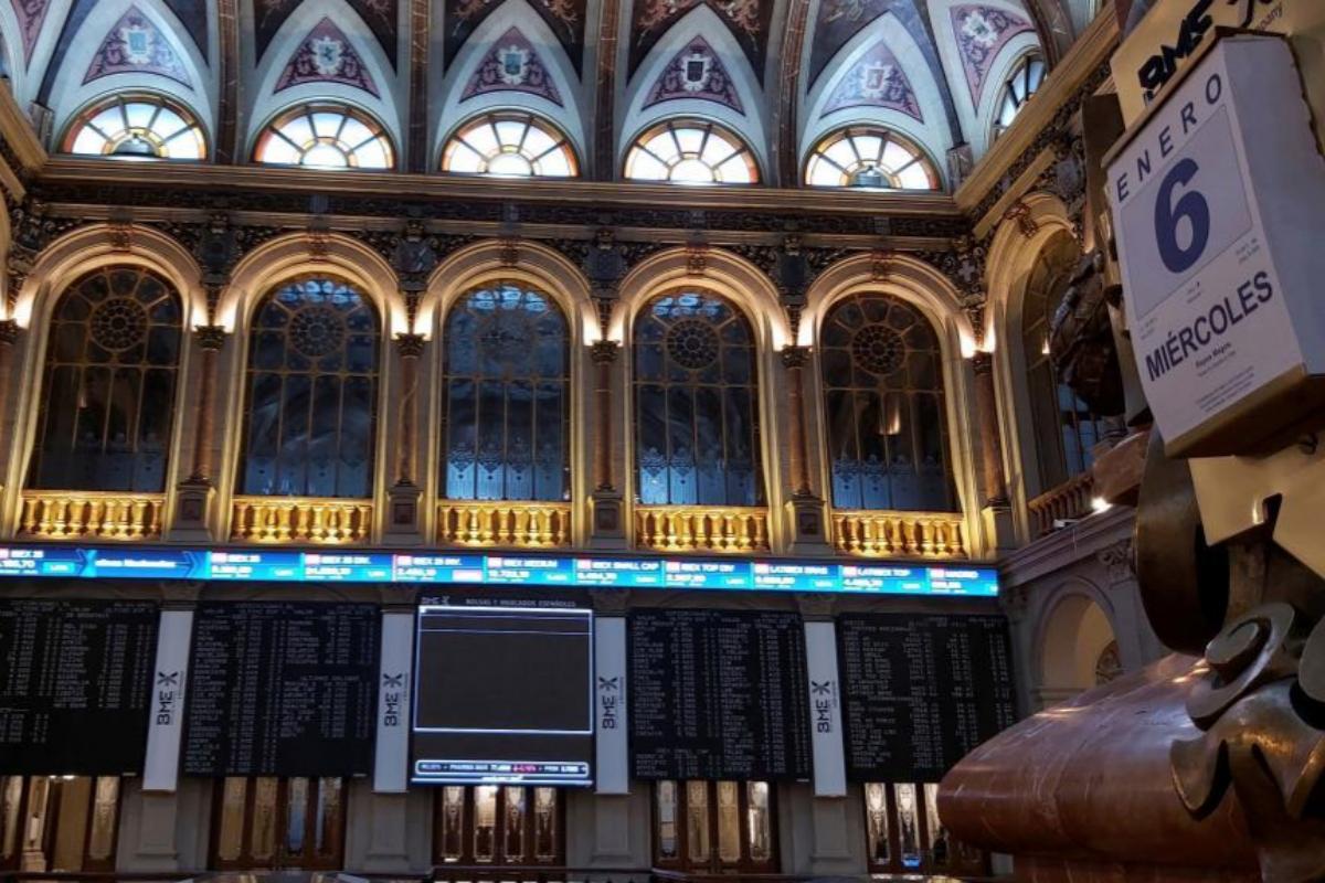 Sesión de cotización en el Palacio de la Bolsa de Madrid en el día de Reyes.