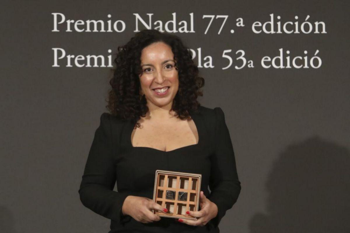 Najat El Hachmi al recoger el Premio Nadal, esta tarde en el Hotel Palace.