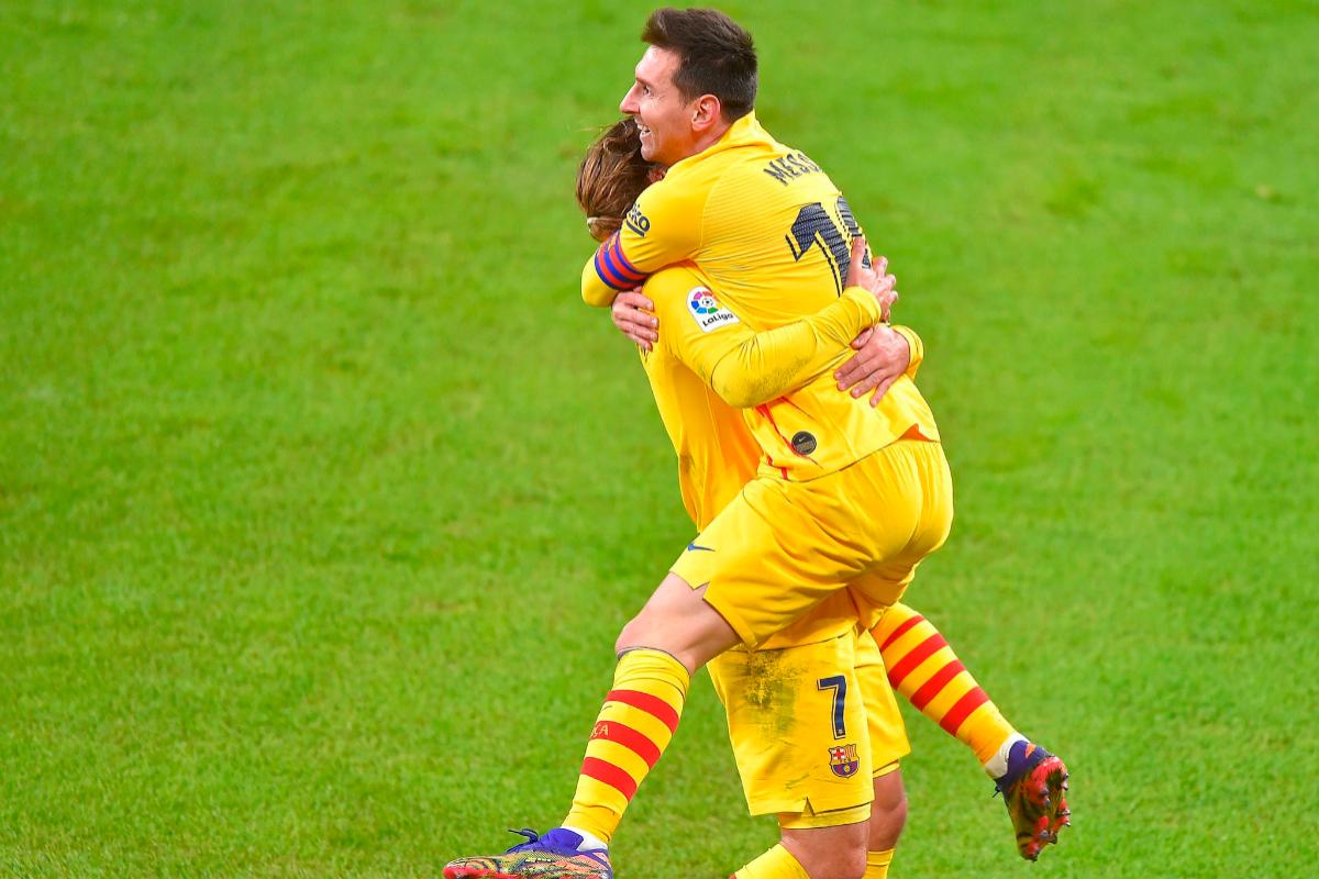 Messi celebra con Griezmann su segundo gol al Athletic.