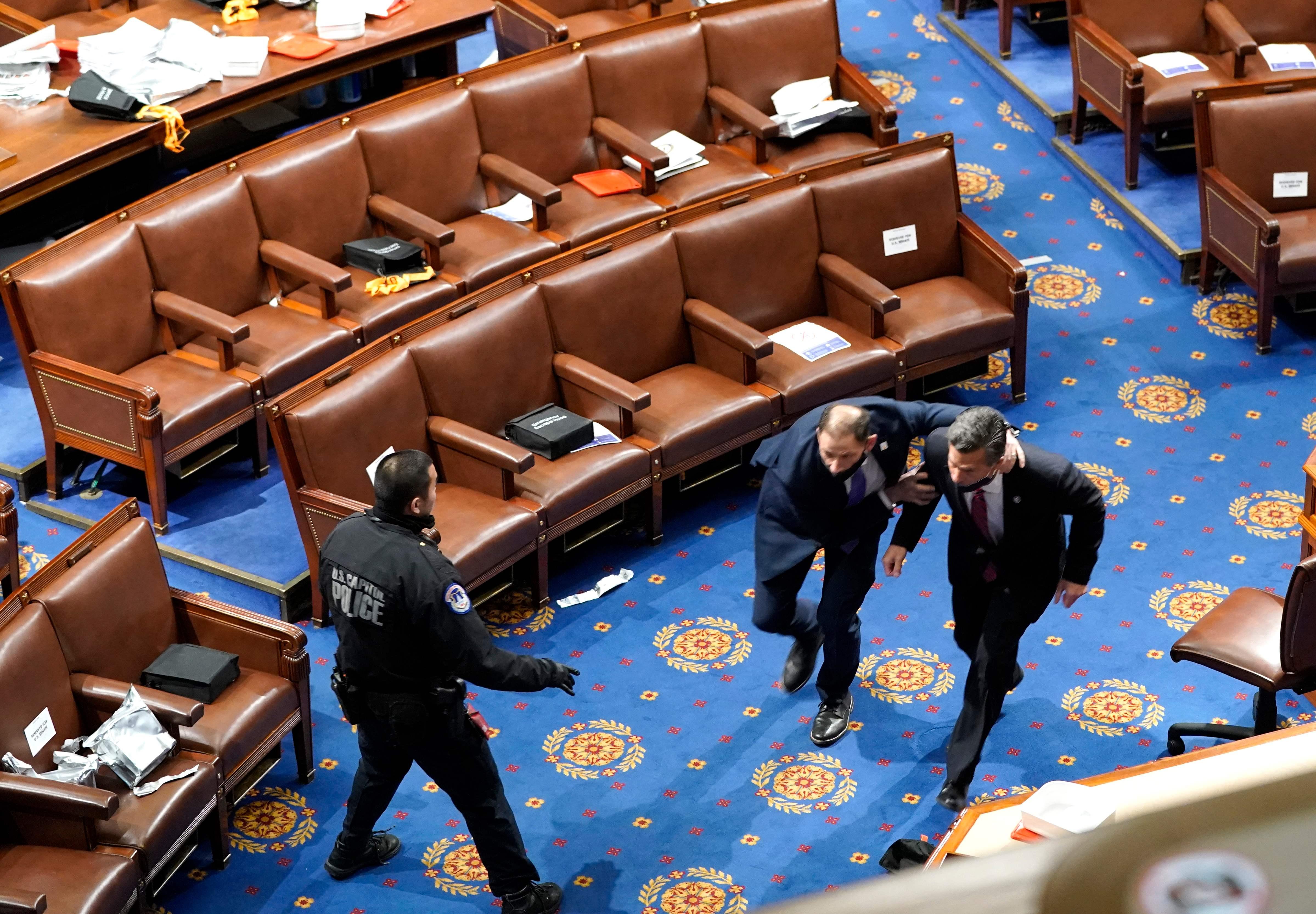 اعضای کنگره تخلیه می شوند