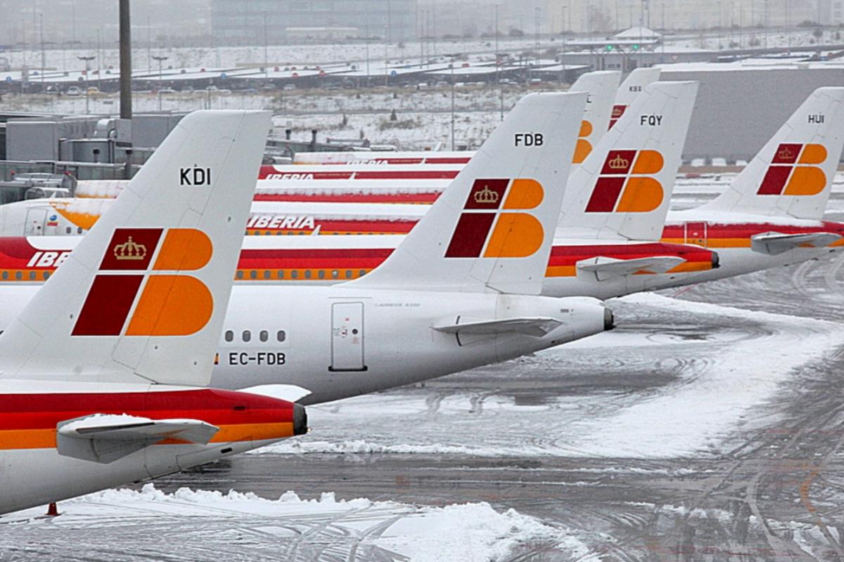 Aviones bloqueados en Barajas por la nieve el 9 de enero de 2009.