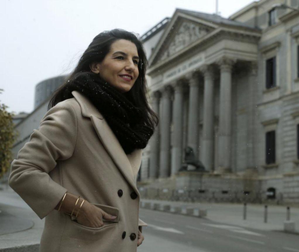 Rocío Monasterio, ayer frente al Congreso de los Diputados.