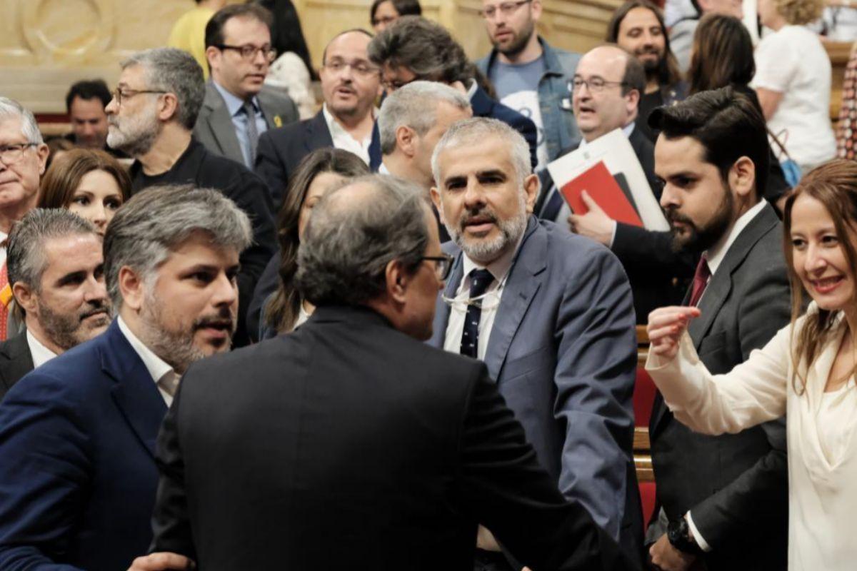 Imagen de Carrizosa en el Parlament discutiendo con el entonces presidente Torra por los lazos amarillos