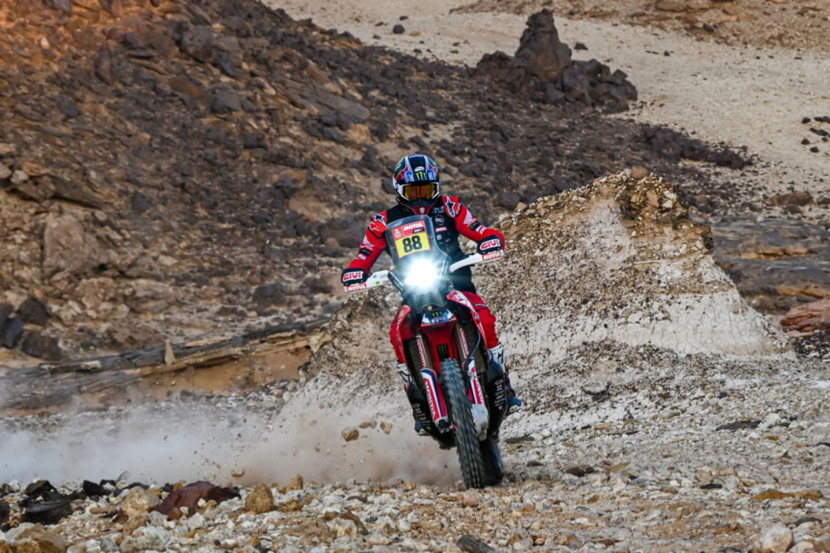 (Saudi Arabia).- A handout photo made available by ASO of lt;HIT gt;Joan lt;/HIT gt; lt;HIT gt;Barreda lt;/HIT gt; Bort of Spain, Honda, Monster Energy Honda Team 2021, in action during the 5th stage of the Dakar 2021 between Riyadh and Buraydah, in Saudi Arabia on January 7, 2021. (Arabia Saudita, España) EPA/ SHUTTERSTOCK OUT HANDOUT EDITORIAL USE ONLY/NO SALES/NO ARCHIVES