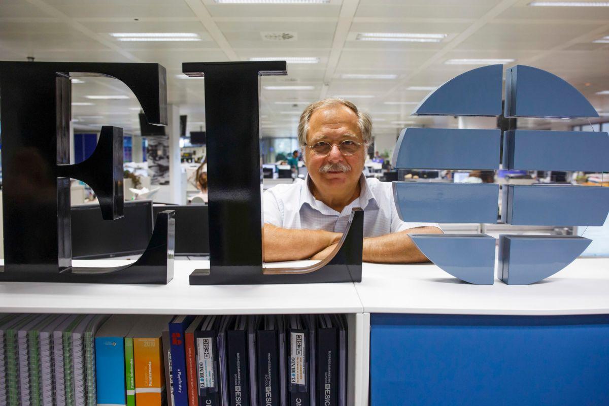 El periodista y escritor Luis Herrero en la redacción de El Mundo.