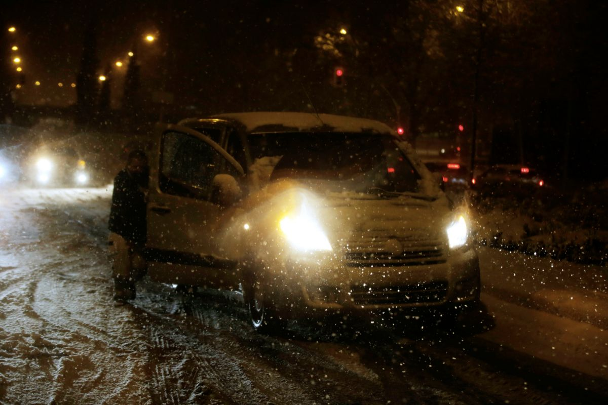 8/1/2021.Foto Javier Barbancho. lt;HIT gt;Madrid lt;/HIT gt;. Comunidad de lt;HIT gt;Madrid lt;/HIT gt;. lt;HIT gt;Nieva lt;/HIT gt; en lt;HIT gt;Madrid lt;/HIT gt; llega FILOMENA,Avenida de Carabanchel alto coches atrapados