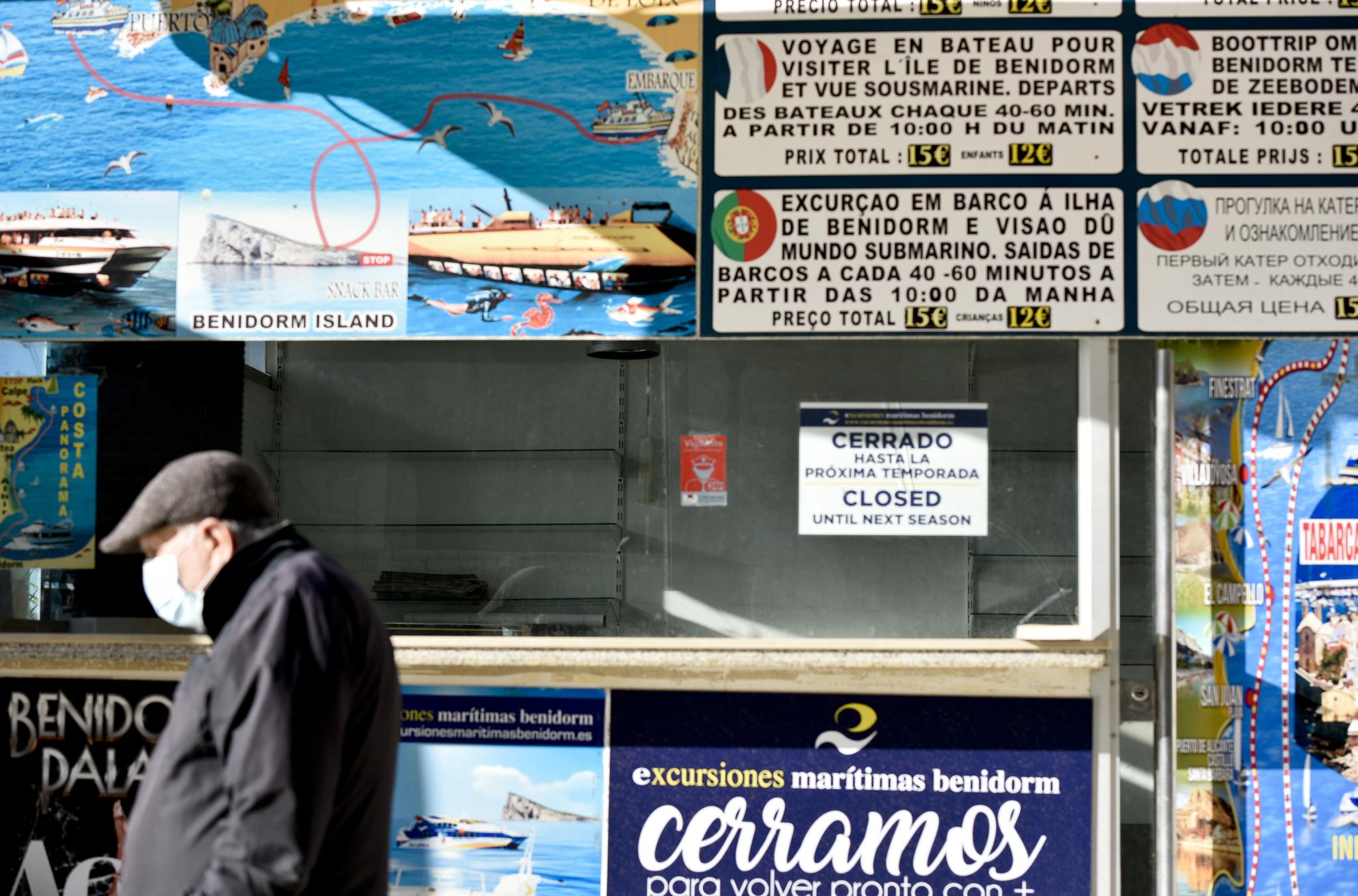 La maquinaria turística de Benidorm, cerrada a la espera de que la situación mejore.