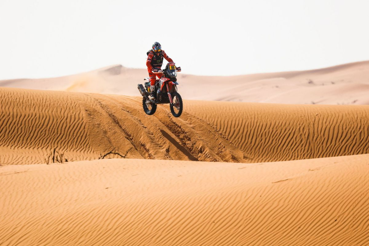 (Saudi Arabia).- A handout photo made available by ASO of lt;HIT gt;Joan lt;/HIT gt; Bort lt;HIT gt;Barreda lt;/HIT gt; of Spain, Honda, Monster Energy Honda Team 2021, in action during the 6th stage of the Dakar 2021 between Al Qaisumah and Ha'il, in Saudi Arabia on January 8, 2021. (Arabia Saudita, España) EPA/ SHUTTERSTOCK OUT HANDOUT EDITORIAL USE ONLY/NO SALES/NO ARCHIVES