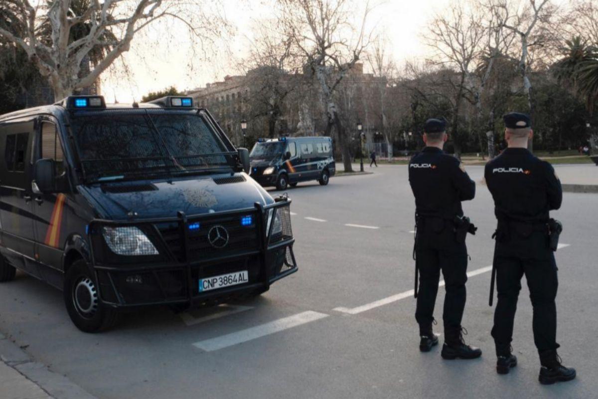 Policías nacionales en Barcelona, en una imagen de archivo.