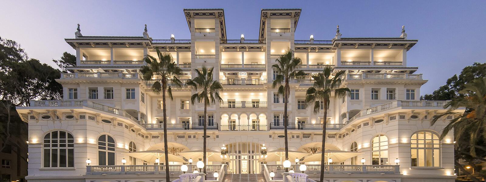 Fachada del histórico Gran Hotel Miramar (Málaga).
