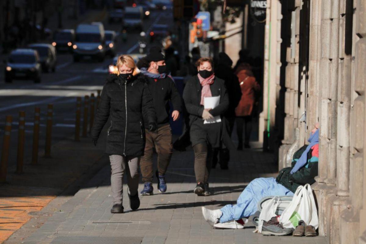 Persona sin hogar en Barcelona.