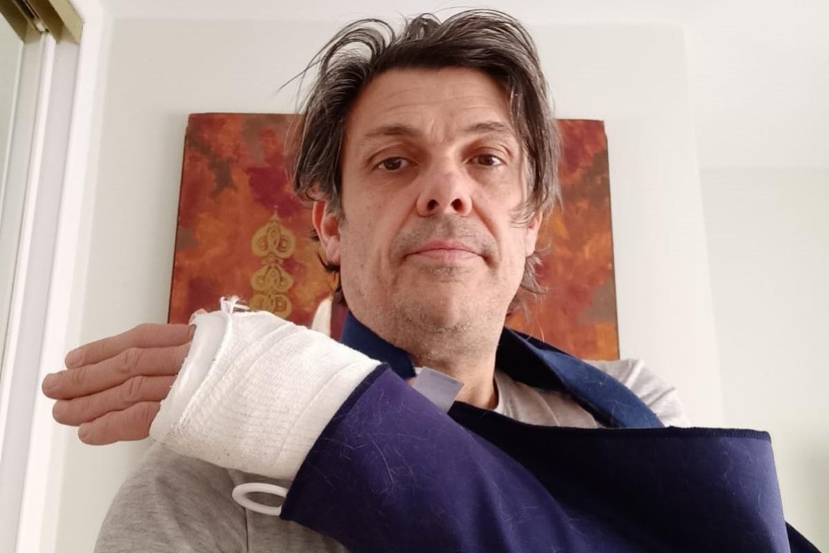 David, con el brazo escayolado tras una caída el domingo.