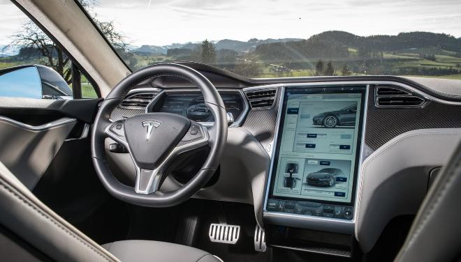 Interior del primer Tesla Model S de 2013