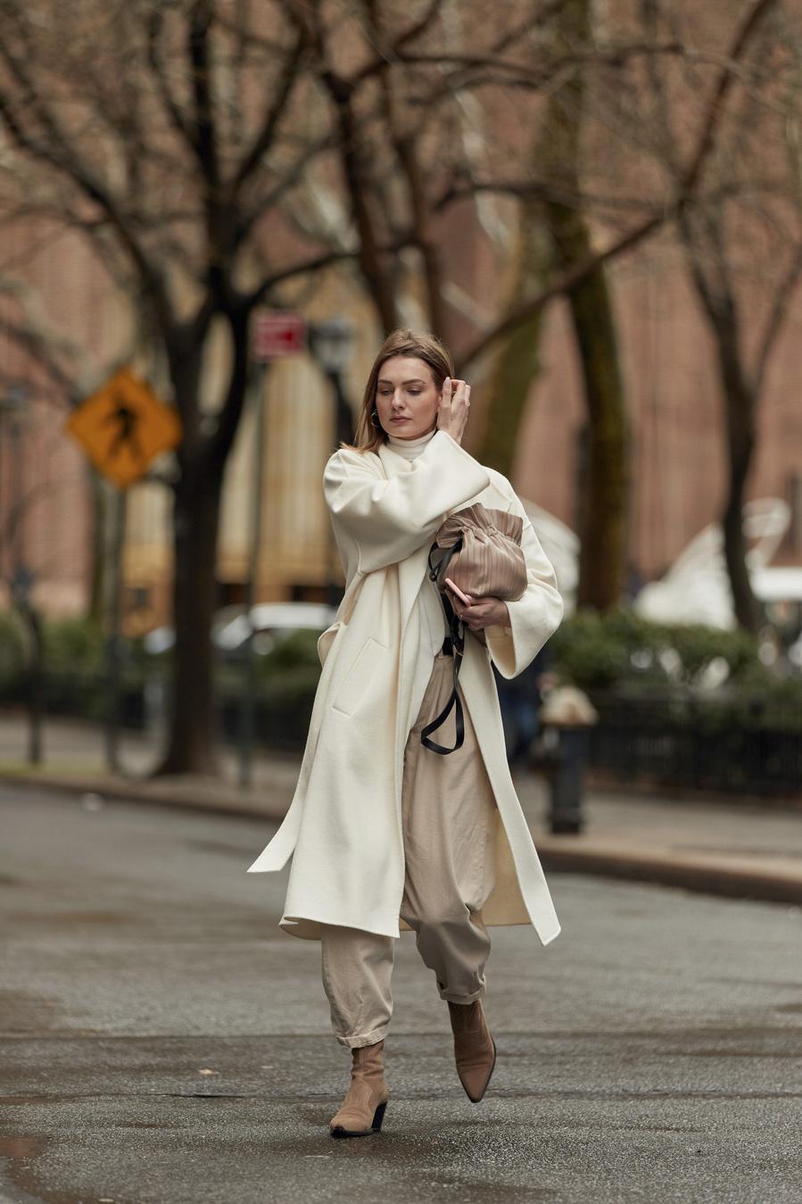 Tonos camel - Filomena inspira los abrigos blancos más buscados